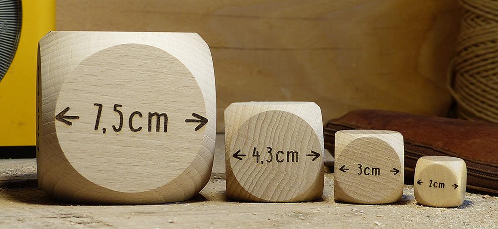 Nos différentes tailles de dés à personnaliser, 2cm, 3cm, 4,3cm ou 7,5cm